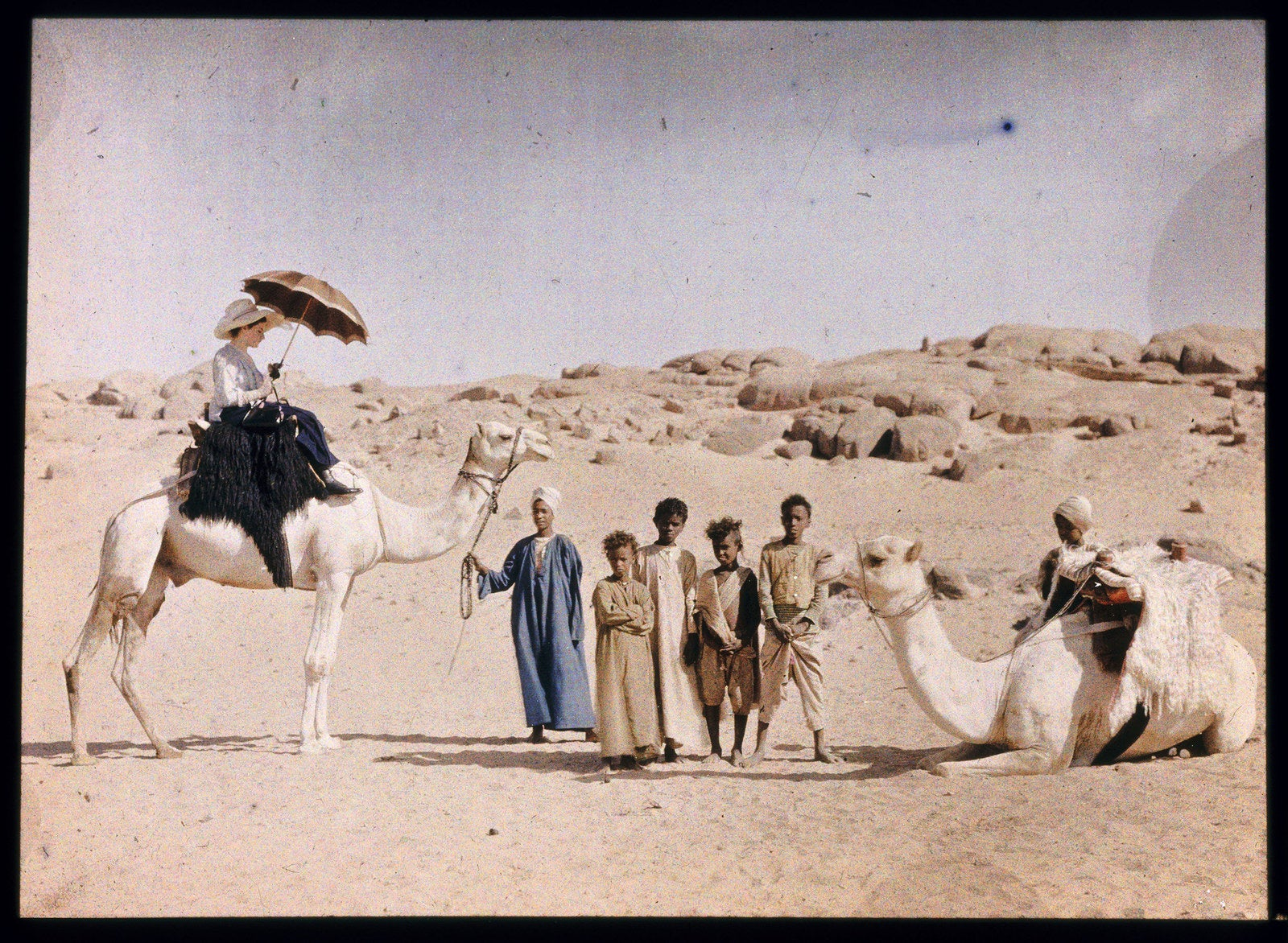 Autochrome of a scene in Egypt by Friedrich Paneth, 1913.