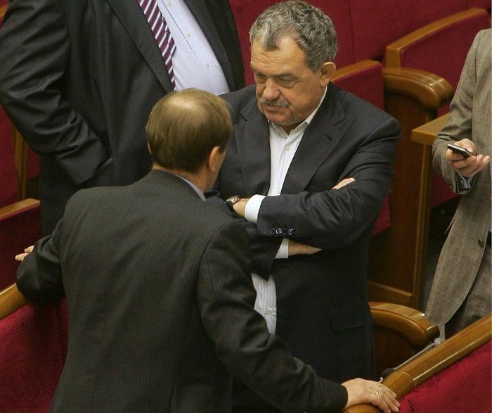 Viktor Topolov (right)