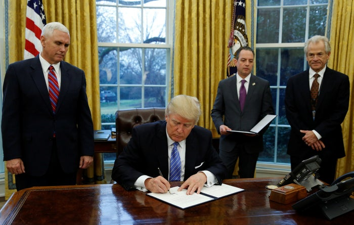 Donald Trump signs the executive order for the reinstatement of the Mexico City policy.