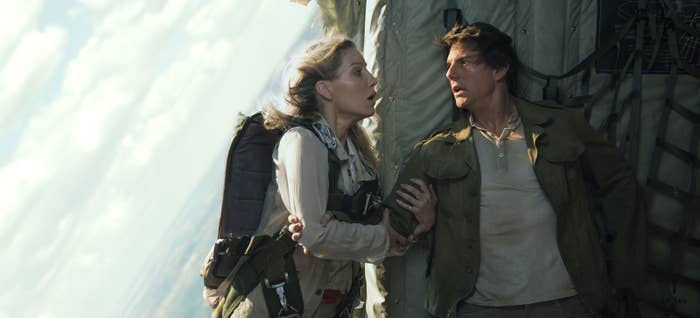 Jenny Halsey (Annabelle Wallis) and Nick Morton (Tom Cruise).
