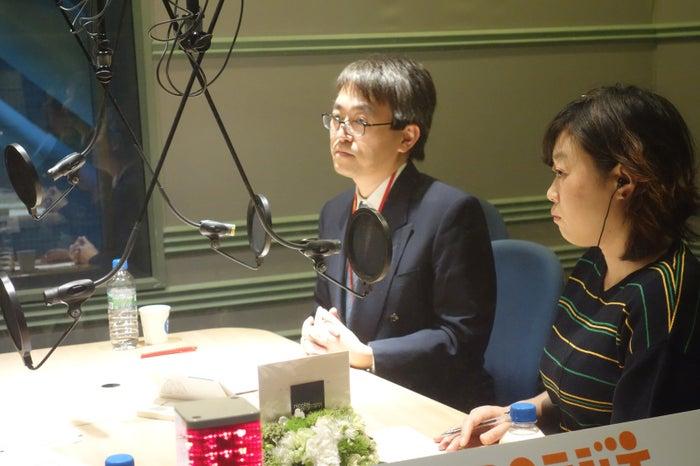 ラジオ番組に出演した羽生善治三冠(中央)