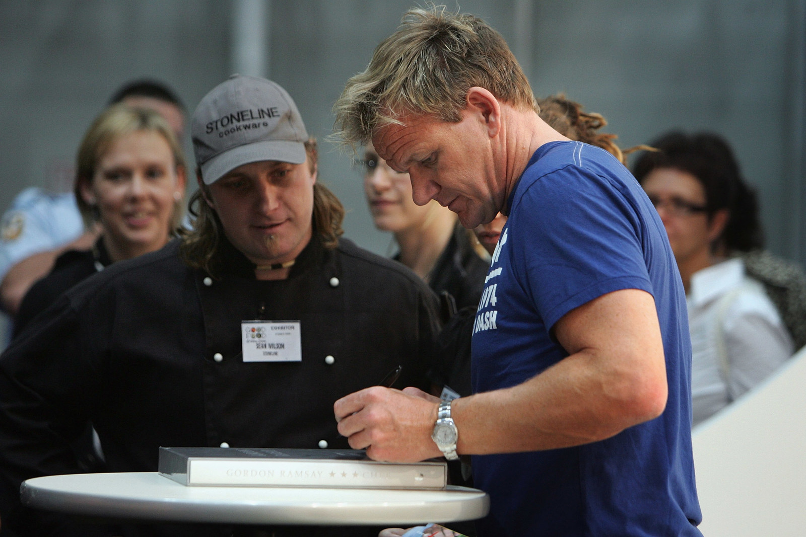 Famous Left-Handed Celebrities: These 21 Lefties Know the ... |Left Handed Celebrities Chefs