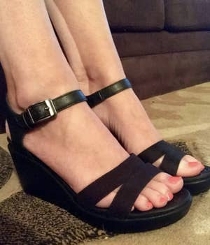 b7478c36751 21 Ridiculously Comfortable Sandals For Anyone With Flat Feet