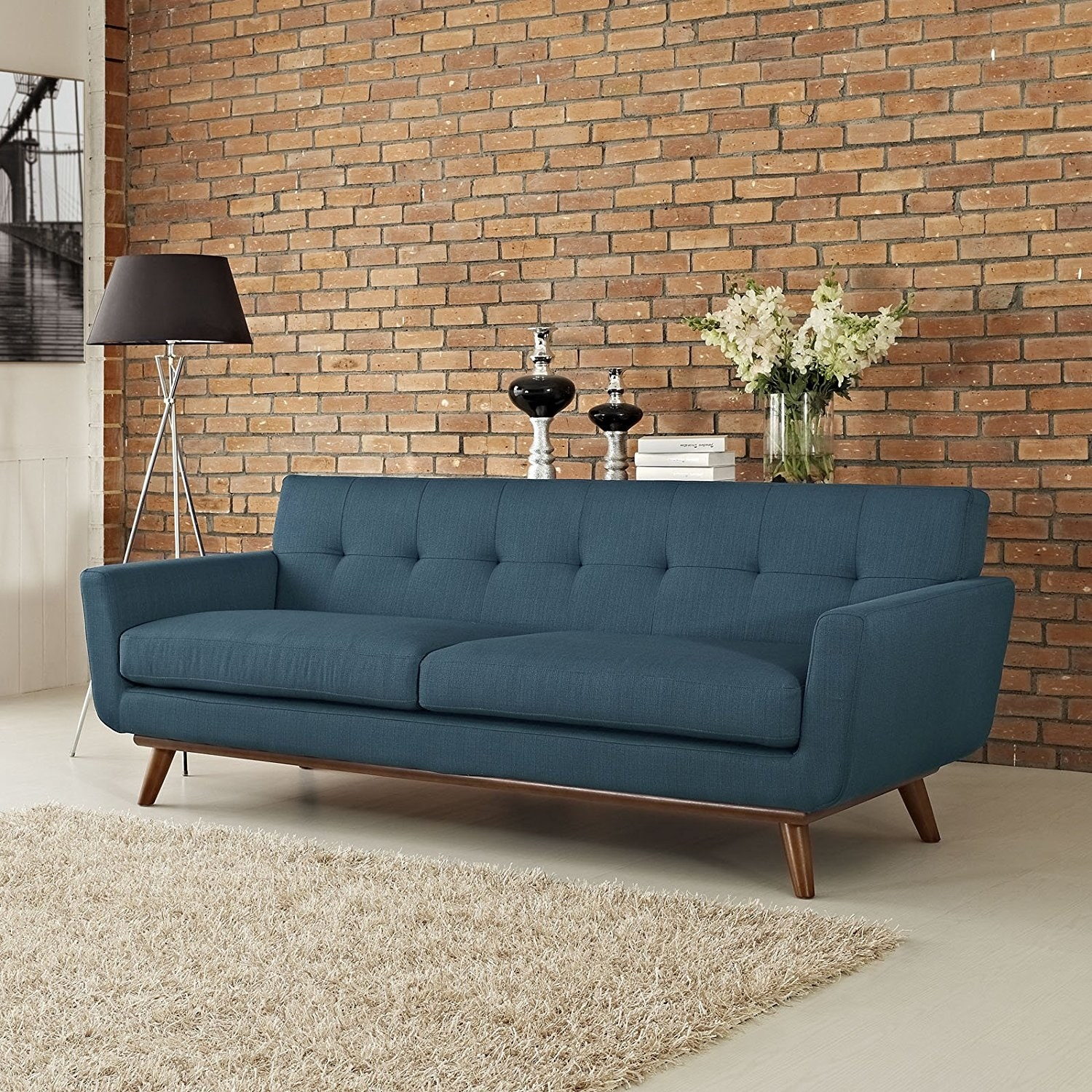 And Because You Can Never Have Too Many Classic Sofas To Choose From,  Hereu0027s Another Simple But Elegant Option.