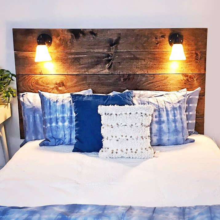 This 150 diy reading lamp headboard is perfect for every book lover solutioingenieria Images
