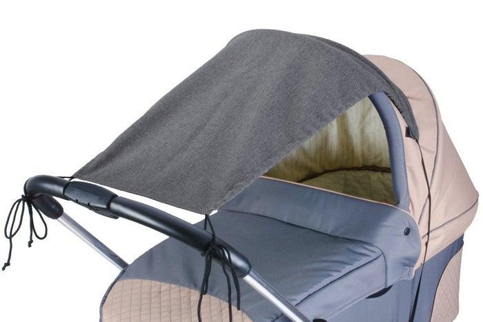 So ein Sonnensegel ist günstig, leicht anzubringen, nicht so sperrig wie ein Sonnenschirm - und es schützt euer Baby vor blendenen und schädigenden Sonnenstrahlen.
