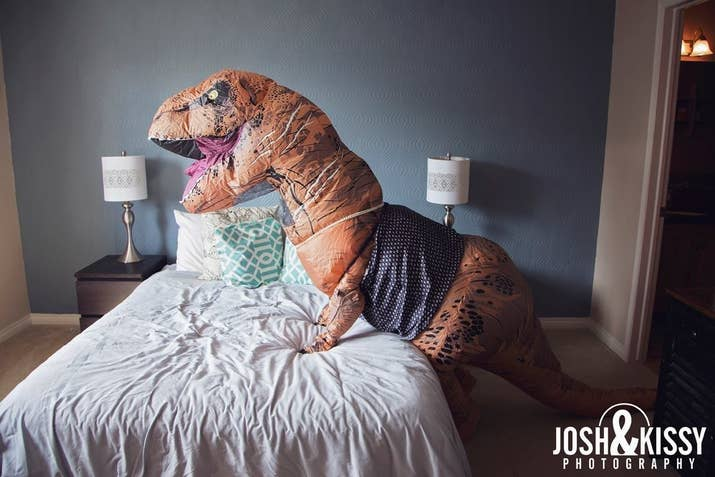 This Woman Did A Boudoir Shoot In A T Rex Costume And Itll - T rex bed