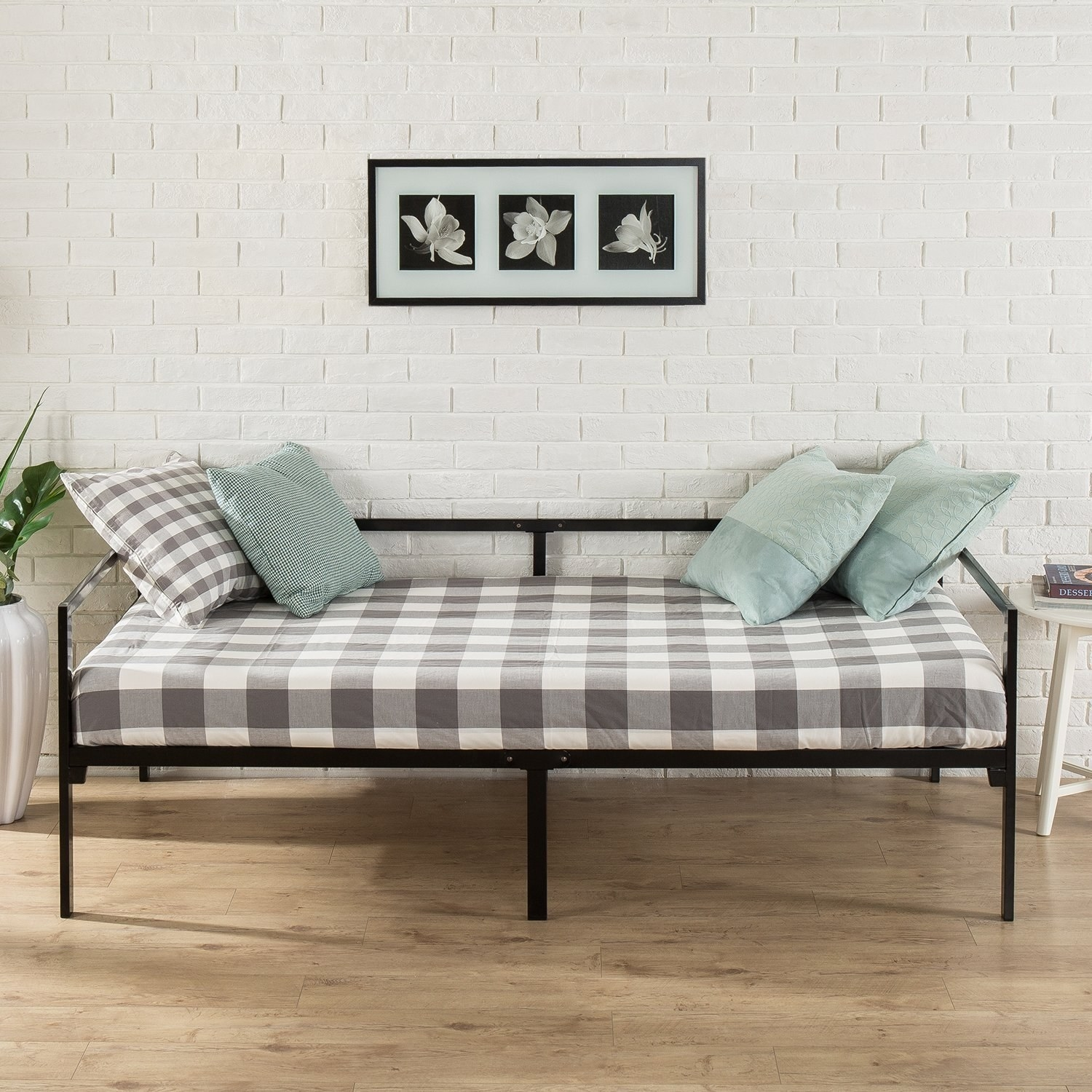 front view of the black metal daybed