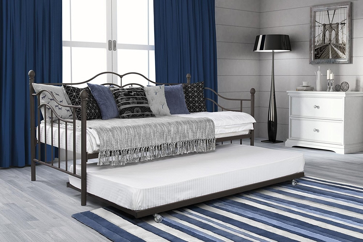 side view of the black metal day bed and trundle