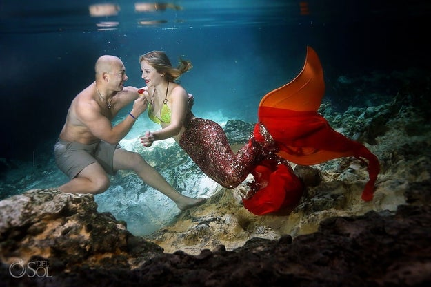 For the shoot, Martinez proposed again, this time with a big red Ring Pop, while Cuoco got to wear a custom mermaid tail.