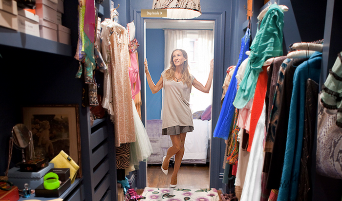 Looking at you, Carrie Bradshaw! Well, thanks to some info provided by ForRent.com, we recently found out just how much those rom-com houses actually cost.And now we rounded up some new stats on your favorite Netflix shows! Here are some the most notable ones: