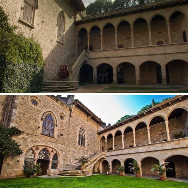 Este castillo increíblemente bonito es el hogar de la familia Tarly en Game of Thrones. En la vida real, fue construido en el sitio de una antigua casa romana ocupada por la nobleza. También se pueden hacer reservas para bodas, ¡así que ahorra esos DRAGONES DE ORO!