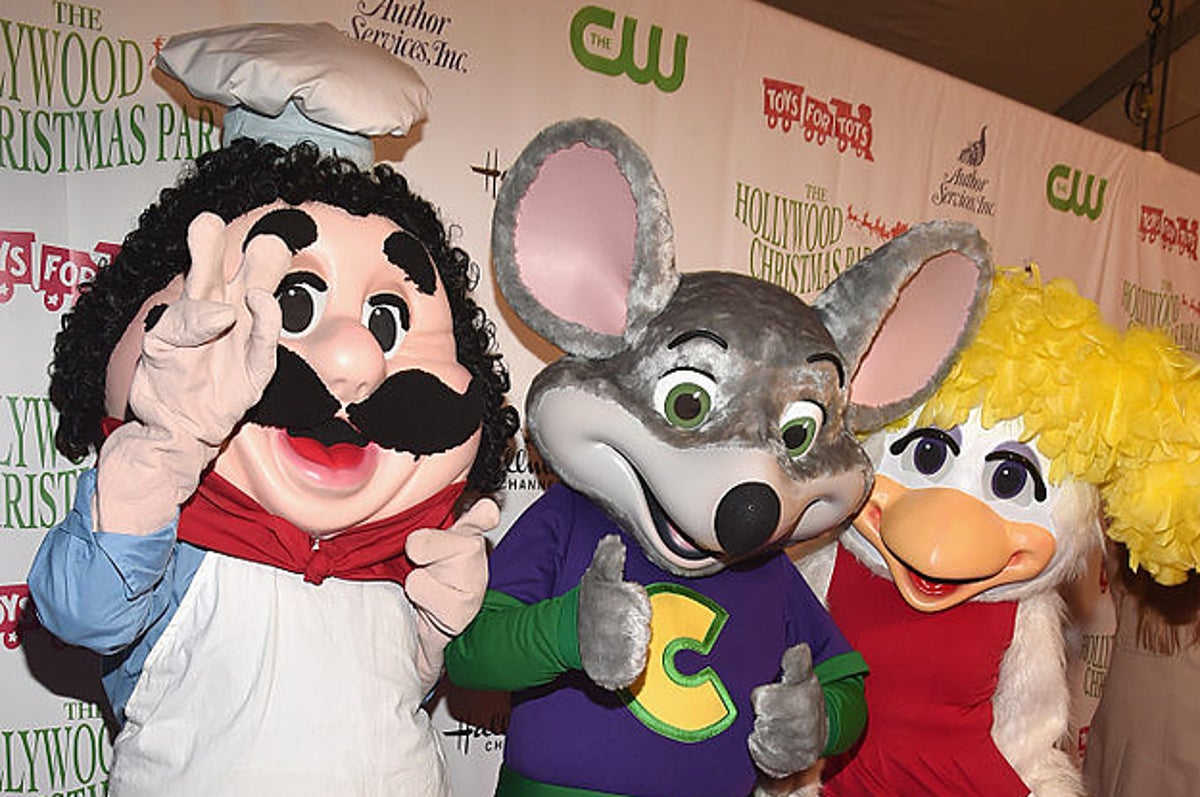 People Are Sad And Kinda Happy That Chuck E Cheese Is Getting Rid Of Its Animatronic Band ❄ if not, get ready because chuck e. people are sad and kinda happy that