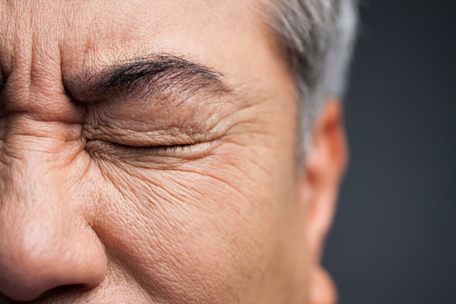 how to tell if your eyes are damaged from alchohol