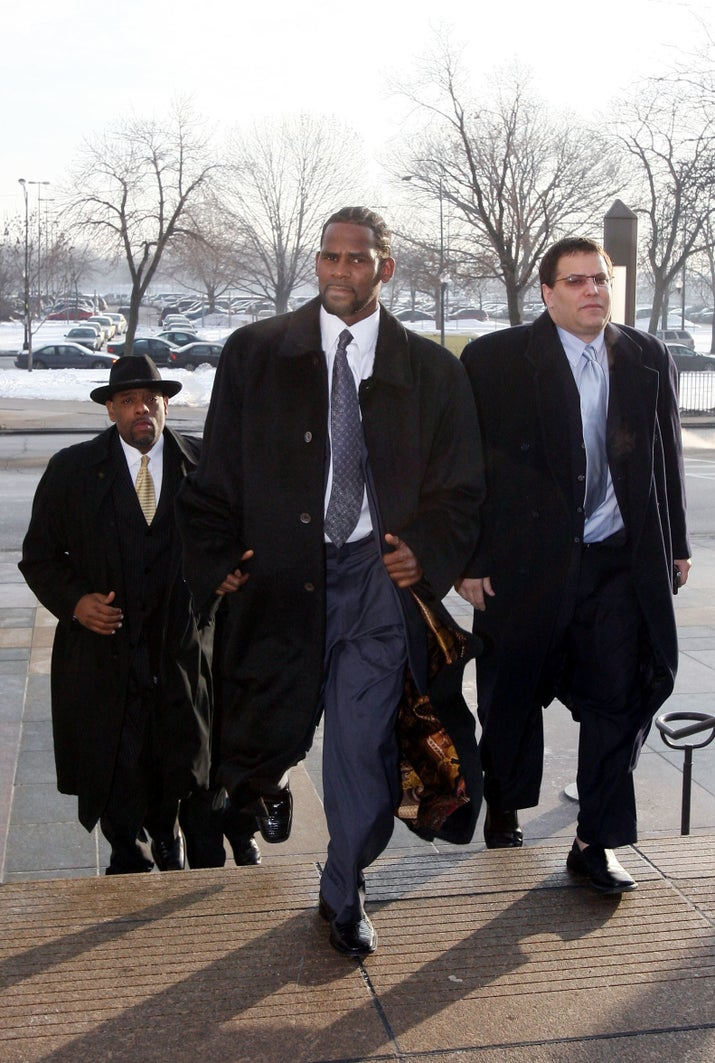 Kelly arriving at Cook County Court for his hearings on Dec. 20, 2007.