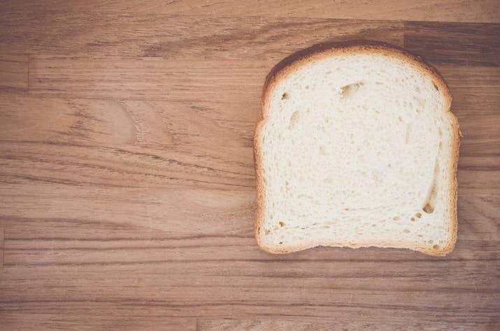 """El """"pan"""" en Estados Unidos es lo que en España denominamos """"pan de molde"""". Si quieres una barra de pan tendrás que llamarlo """"french bread"""" y te va a salir un poco más caro."""