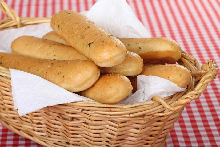 Si algo tienen los palitos de pan americanos (breadsticks) es que tienen mucha mejor pinta que los españoles. Son mucho más suaves y esponjosos y no los toman con jamón ibérico, desde luego.