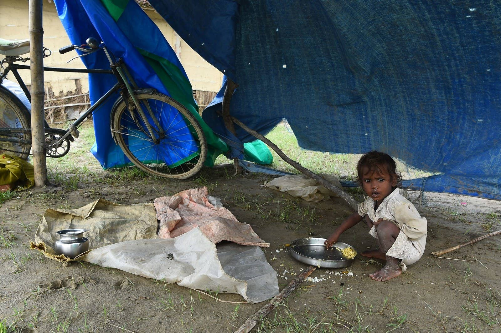 A child eats at a makeshift flood shelter in Gaur, about 200 km south of Kathmandu, the Nepali capital.