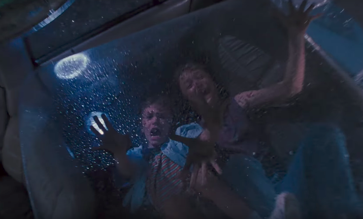 The breaking of the Ford Explorer's sunroof was a complete accident, but resulted in some genuine screams from Joseph Mazzello (Tim) and Ariana Richards (Lex).
