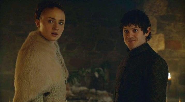 Ramsay invadió su casa de Invernalia, mató a su hermano Rickon y la violó.