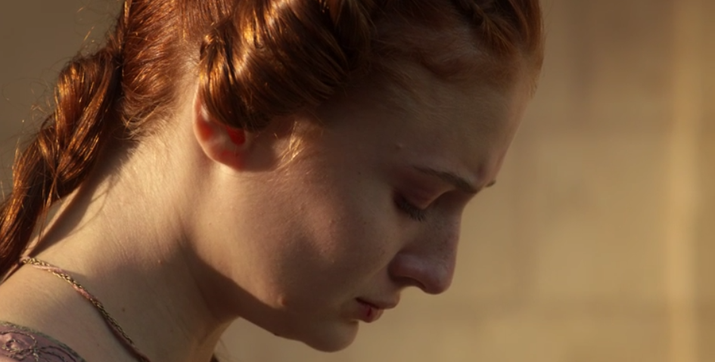 Ser capaz de soportar un solo día en compañía de Joffrey ya es prueba irrefutable de la fortaleza interior de Sansa. Él la humilló, pero nunca logró quebrar su espíritu.
