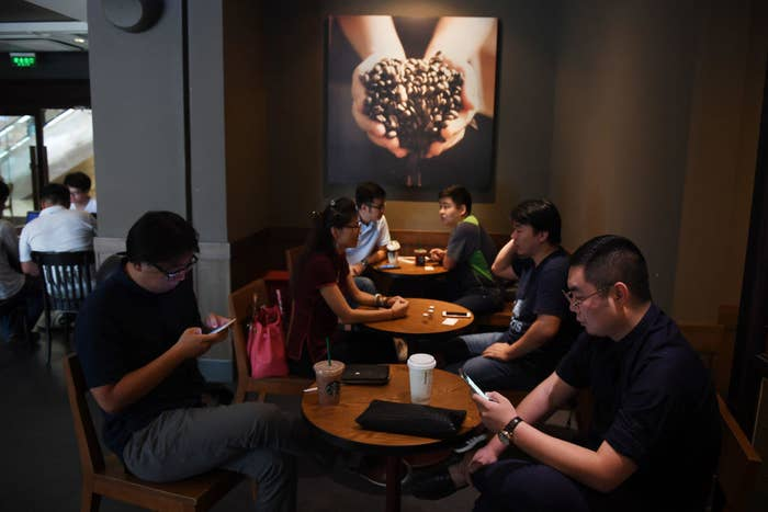 """""""A round table is less formal, has no empty seats, and the lack of right-angle edges makes the person seated at the table feel less isolated,"""" Arthur Rubinfeld, Starbucks' former senior vice president for real estate once wrote."""