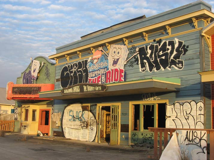After Hurricane Katrina flooded Six Flags New Orleans back in 2005, park owners decided it wasn't worth rebuilding the park, and left it abandoned. Nevertheless, the location has been used as film locations for Dawn of the Planet of the Apes and Jurassic World.