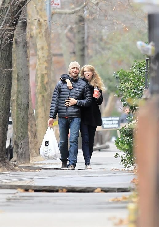 Ahhhhh, Fall 2010. It was a simpler time. A time when Taylor Swift and Jake Gyllenhaal strolled throughout Brooklyn sipping maple lattes and wearing cute fall attire. A time before the old Taylor died: