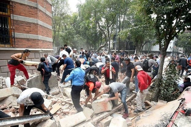 buzzfeed.com - Buildings Collapse In Mexico City As Powerful 7.1-Magnitude Earthquake Strikes
