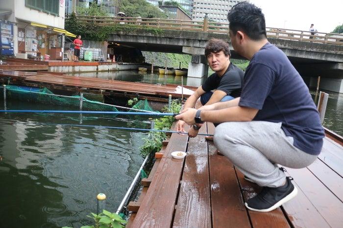 弁慶橋の釣り堀は都会のオアシス。