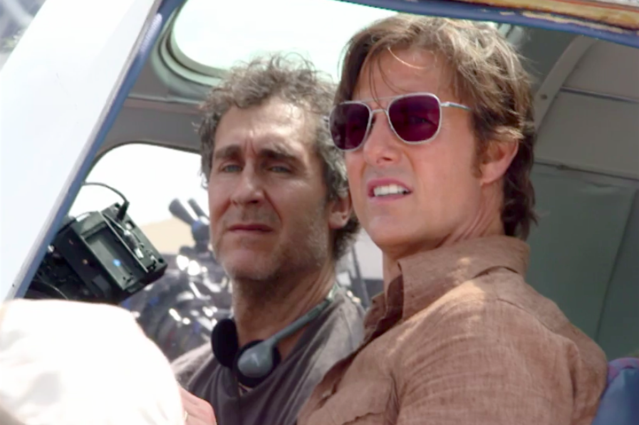Director Doug Liman and Cruise on the set of American Made.