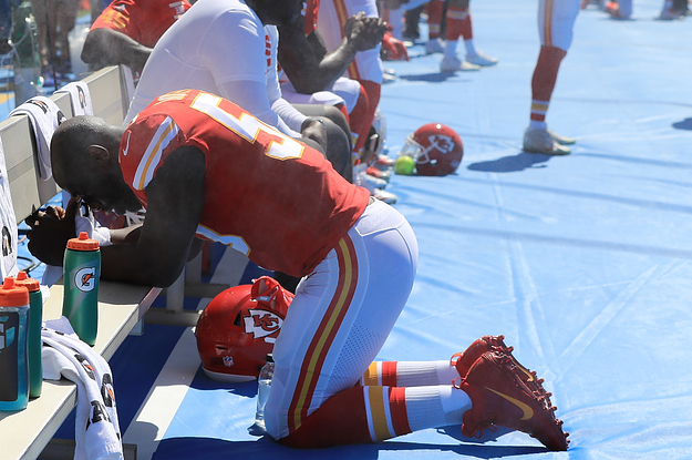 Powerful photos of football players protesting du 2 2411 1506301000 0 dblbig