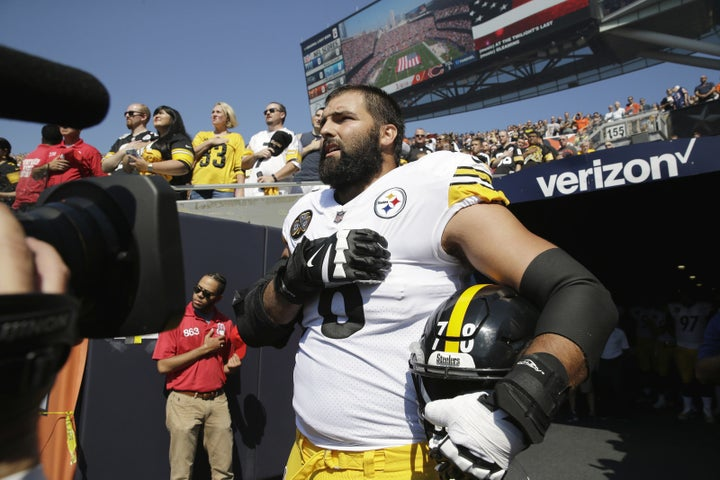 Pittsburgh Steelers offensive tackle and former Army ranger Alejandro Villanueva made headlines Sunday when he stood alone on the field with his hand over his heart during the national anthem.