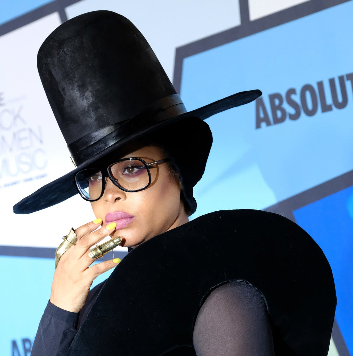 We really don't deserve Erykah Badu and the otherworldly beauty she so generously gives us.