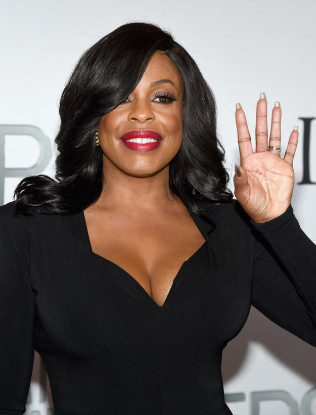 Niecy Nash is our favorite imaginary auntie, and her face and curves are legit GOALS 🙌.