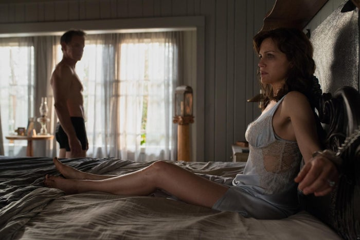 Bruce Greenwood and Carla Gugino in Gerald's Game.