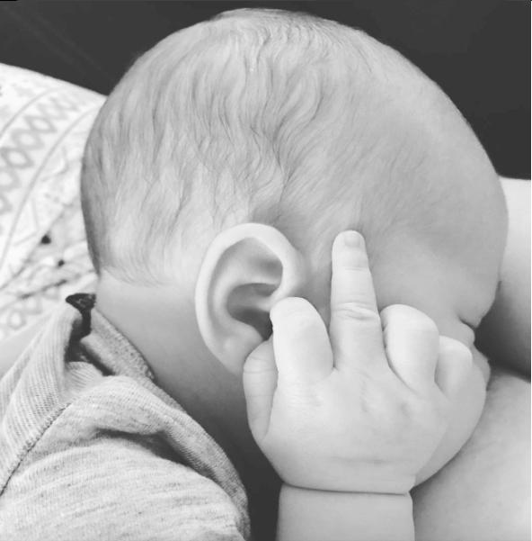 14个证明你妈养你真的不容易「喂母乳就如打仗」超辛苦养宝宝照。 -59dded3d90f1e