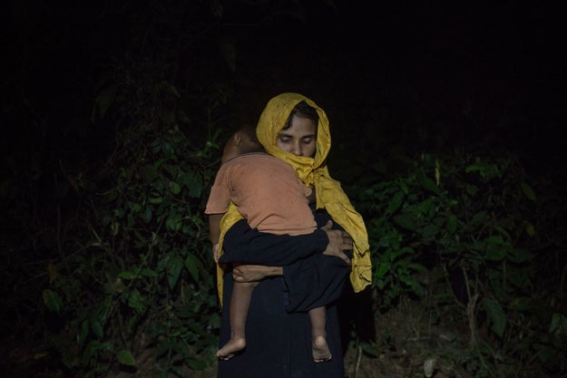 """Heartbreaking Photos Show Rohingya Women Waiting Literally In The Dark For Food"" — BuzzFeed News"