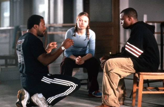 CAN YOU FEEL THE SEXUAL TENSION BETWEEN JULIA STILES AND SEAN PATRICK THOMAS? Just look at them probably thinking about each other while they listen to Save the Last Dance director Thomas Carter.