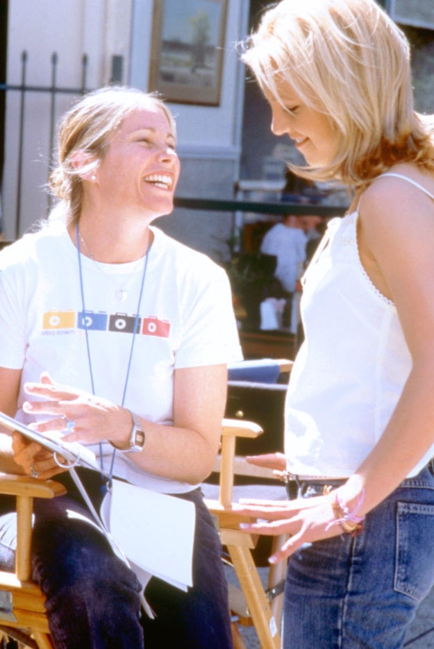 BRITNEY ALERT. Here's angelic Britney talking with Crossroads director Tamra Davis. (Hopefully, Zoe Saldana and Taryn Manning are waiting for her in their trailer.)