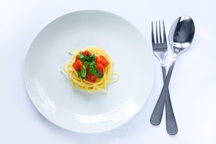 Comparad eso con una ración de pasta de 700 gramos de Olive Garden y queda claro por qué los italianos se salen con la suya.
