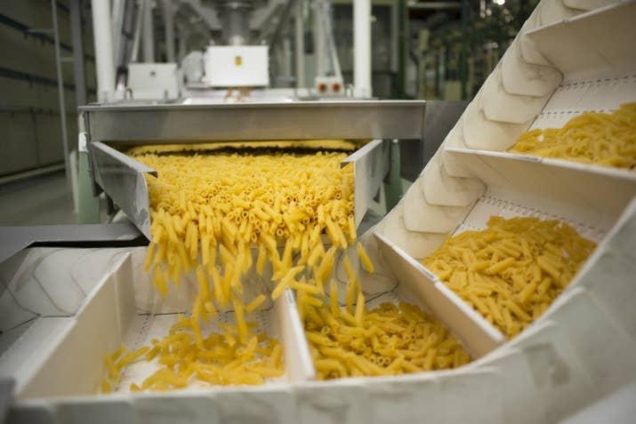 Zerega fue fundada en 1848 por un inmigrante francés (Antoine Zerega) y a día de hoy sigue fabricando pasta (aunque ya no en Brooklyn).