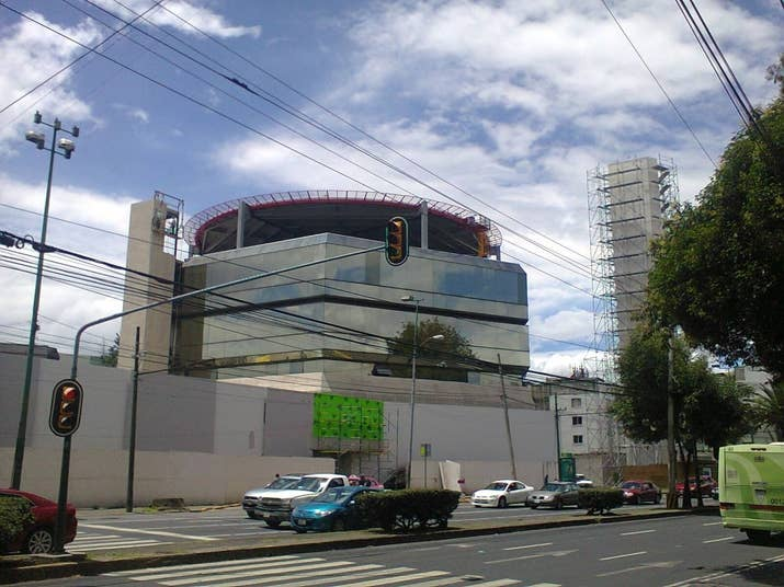 El consorcio Vázquez Raña agrupó sus medios en Ciudad Imagen, en avenida Universidad, en una vieja tienda de muebles Hermanos Vázquez. La construcción generó polémica entre los vecinos porque se autorizó un helipuerto.
