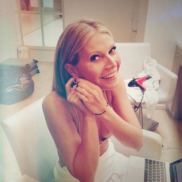 Gwyneth Paltrow multitasked.