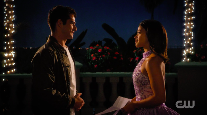 Jane (Gina Rodriguez) and her new love interest, Adam (Tyler Posey).