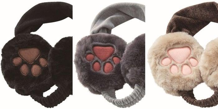 デザインは〈黒猫〉〈ロシアンブルー〉〈白靴下のキジトラ〉の3種類、それぞれのネコに合わせた肉球の色も異なります。