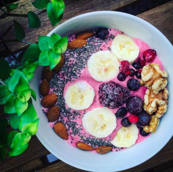 Bowl signifie tout simplement «bol» en anglais. Ce n'est donc pas un type de plat, mais juste une manière de manger — dans un bol, donc. Ne me demandez pas pourquoi, mais on a juste décidé, comme ça, un jour, que manger dans des bols était stylé. Et c'est vrai que ça fait plutôt de belles photos sur Instagram.