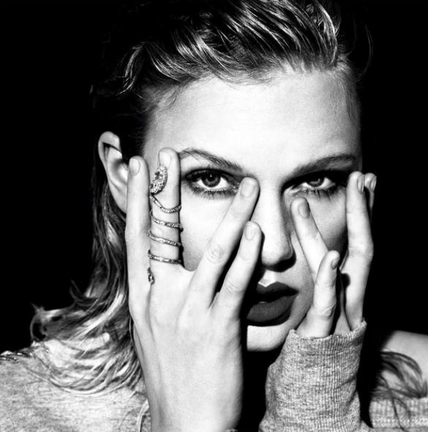 I mean, she's literally wearing a damn snake ring in all her promotional videos because the old Taylor can't come to the phone right now.