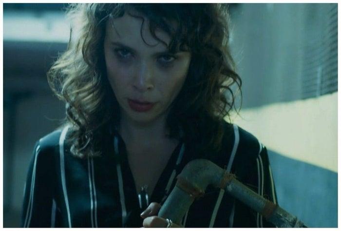A personagem era a pior pessoa, mas além disso sofria de surtos psicóticos e tinha alucinações. Toda a cena está aqui.