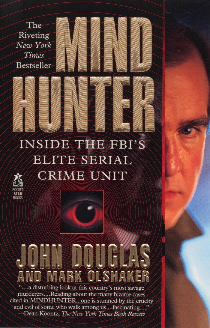 El personaje principal (Holden Ford) está basado en John E. Douglas, un investigador del FBI que fue pionero en la psicología criminal.